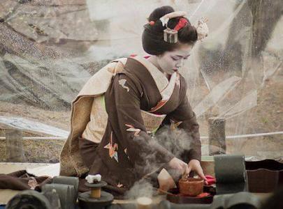 Iki, l'arte della seduzione:mostra fotografica sulle geishe all'Être Concept Store. Il video