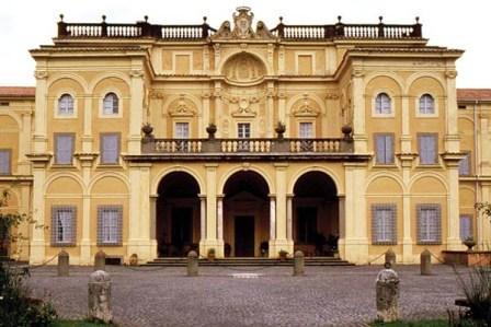 Invalsi e lusso barocco. Ma quanto è povera questa scuola