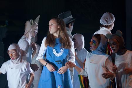 """""""Il sogno di Alice"""" interpretato dai giovanissimi attori della StarTs Lab  va in scena al Rossetti"""
