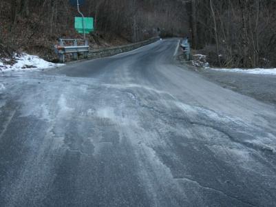 Allerta della Protezione Civile per il pericolo ghiaccio sulle strade, prestare massima attenzione