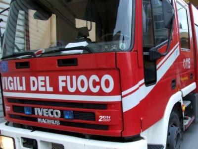 Incendio a Rigolato: distrutto uno stavolo e lesionate due abitazioni. Nessun danno a persone